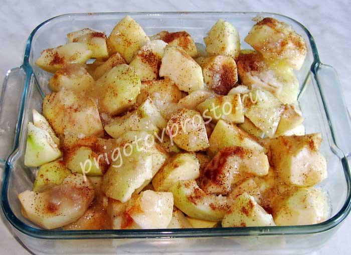 Печеные яблоки дольками в духовке
