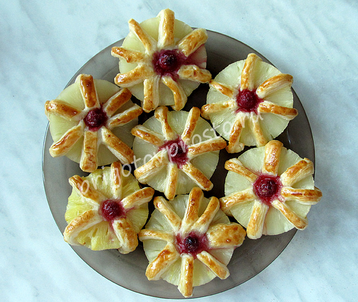 Десерт из консервированных ананасов