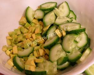 салат из авокадо и рыбы