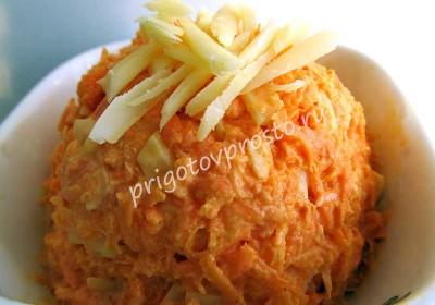 Простой салат из тертой моркови