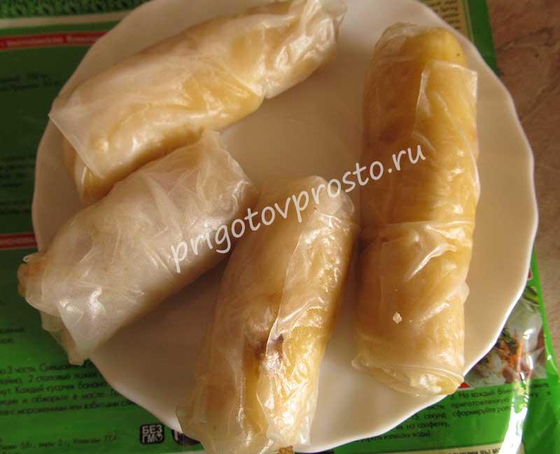 жареные бананы в рисовой бумаге