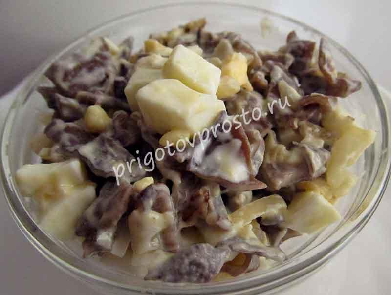 Салат из древесных грибов с яйцом