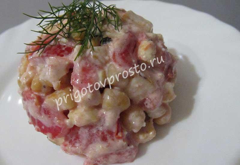 салат из помидоров с адыгейским сыром